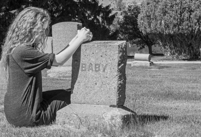 Afbeeldingsresultaat voor levenloos geboren kind