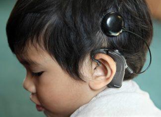 Doof kind met implantaat verrijkt woordenschat sneller