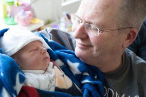 op met kleinzoon