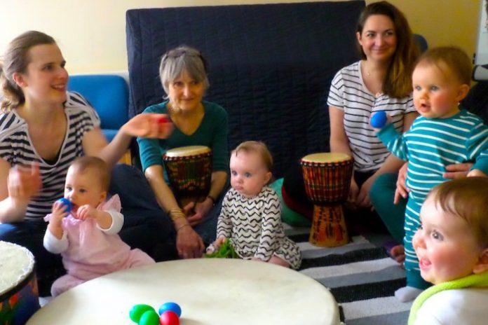 Zingen versnelt herstel van postnatale depressie