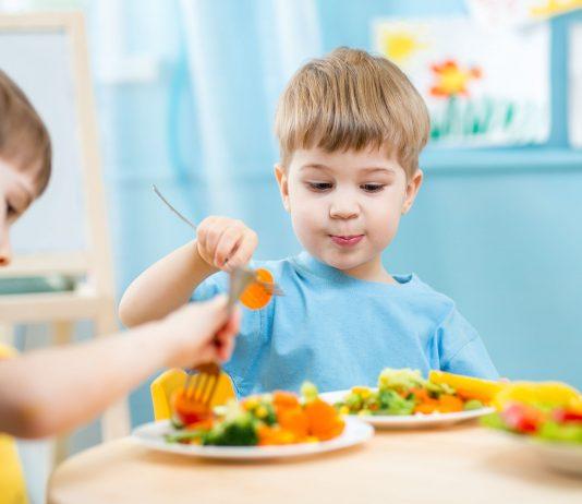 herhaald proeven leert peuters gevarieerder eten