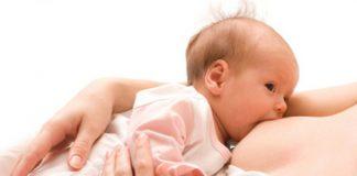 baby drinkt van borst