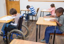 gehandicapte jongen op school