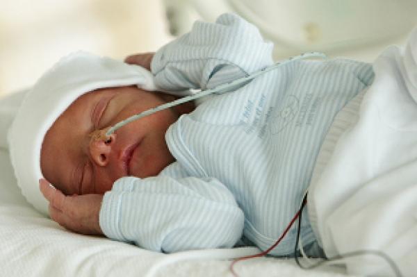 Te vroeg eboren baby met sondevoeding