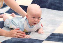 buikschuivende baby
